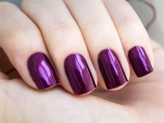 Ấm áp, gần gũi là những gì móng tay màu tím đậm đem đến cho mỗi quý cô