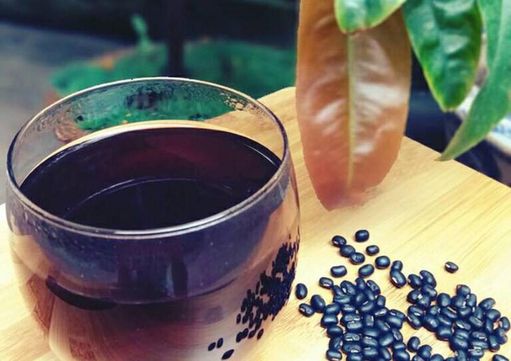 Nước đậu đen giúp bạn giảm cân tại nhà hiệu quả.