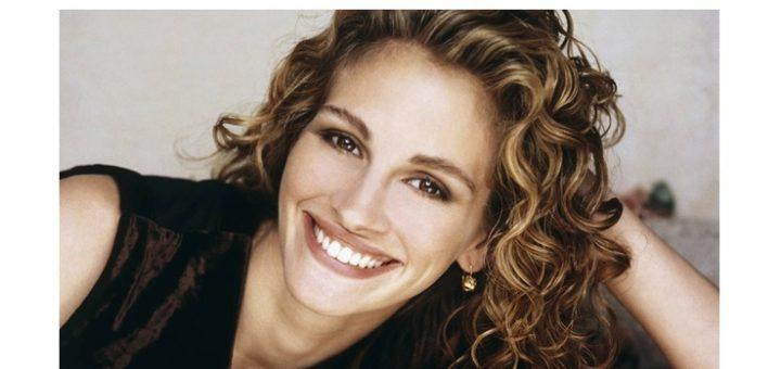 Kiểu tóc xoăn mì tôm mang hơi hướng cổ điển giúp cho phụ nữ trung niên sở hữu nét tươi mới, rạng rỡ