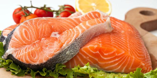 Lượng omega 3 dồi dào trong cá hồi có tác dụng chuyển những tinh trùng chưa trưởng thành thànhcác tinh trùng có cấu trúc hoàn hảo hơn. Ảnh minh họa: Internet