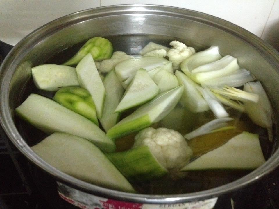 Bật mí công thức nấu nước dùng từ các loại rau củ thơm ngọt cho bé ăn dặm - Ảnh 5