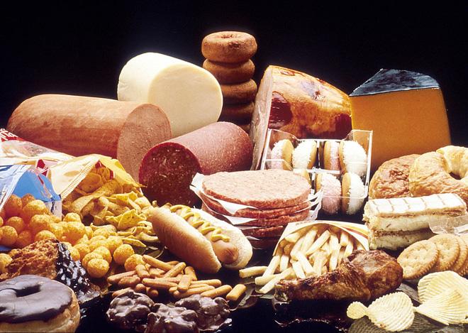 Chế độ ăn uống thiếu dinh dưỡng cũng là nguyên nhân dẫn đến loãng xương