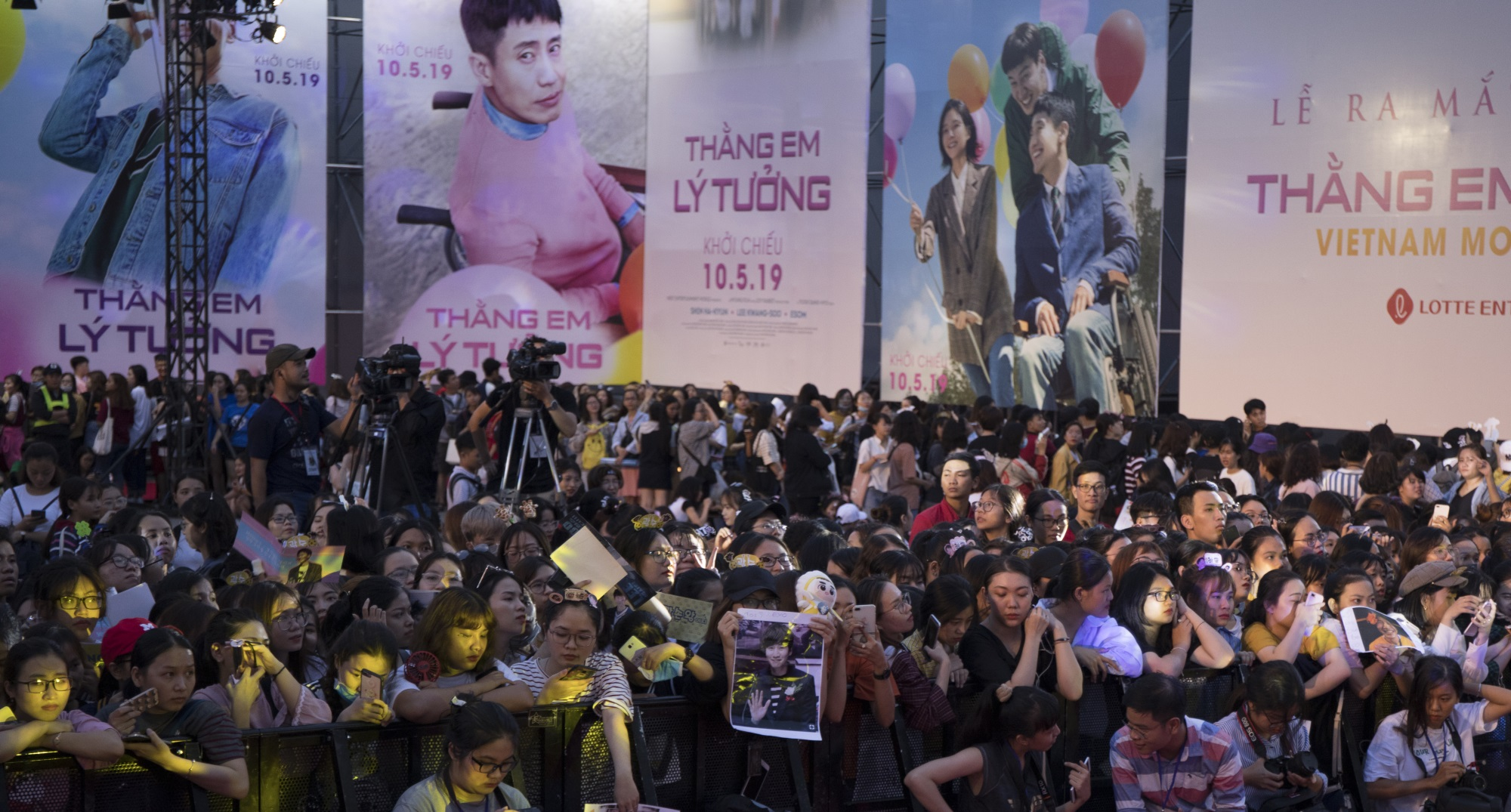 """Tp.HCM: Dàn sao Hàn triệu view xuất hiện trong buổi ra mắt phim """"Thằng em lý tưởng"""", khiến dân tình bấn loạn - Ảnh 3"""
