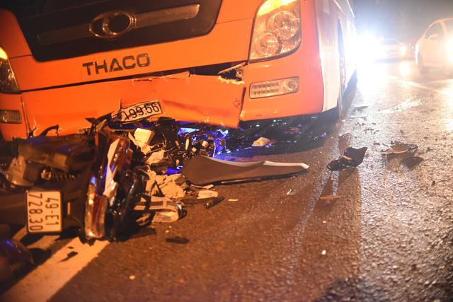 Xe máy đổ đèo Prenn tông thẳng xe khách leo đèo, 1 người chết, 1 nguy kịch - Ảnh 2