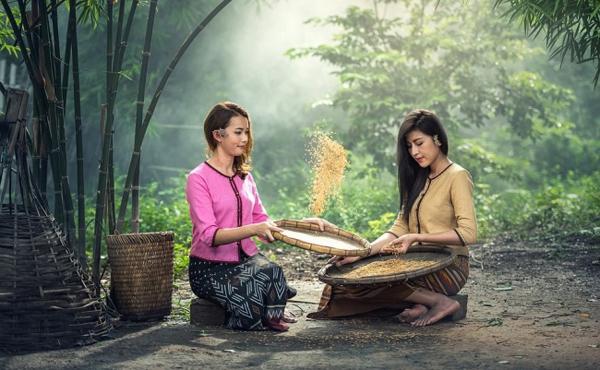 Phụ nữ Trung Quốc sử dụng nước vo gạo để làm đẹp.