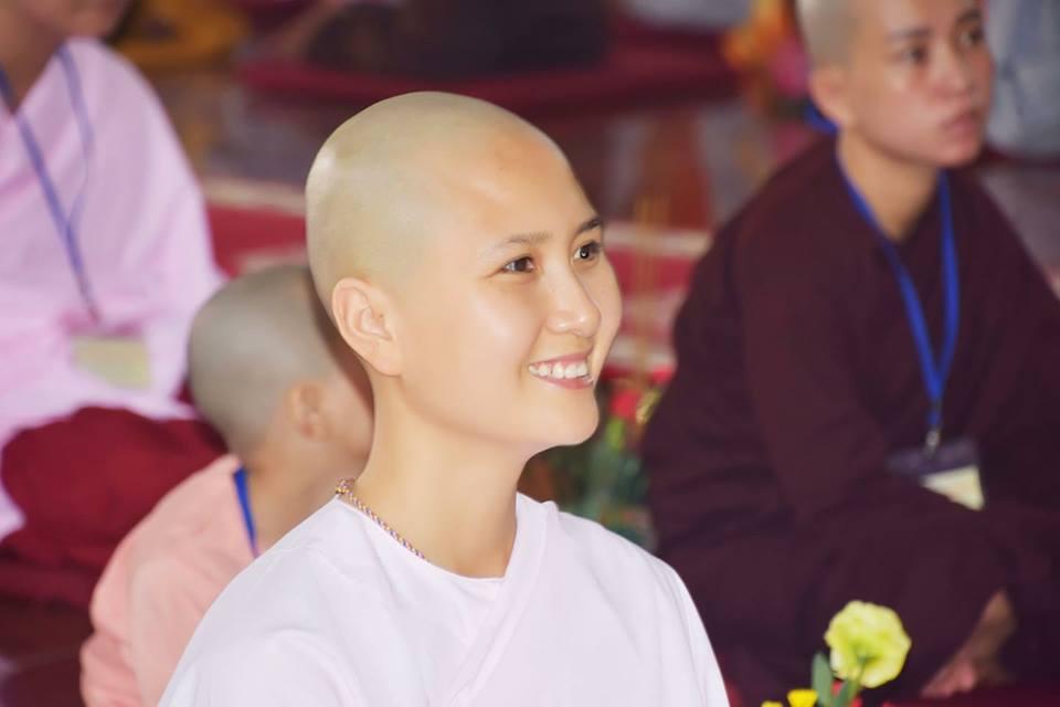 'Người có mái tóc đẹp nhất' Hoa Hậu Việt Nam 2014 đi tu - Ảnh 1