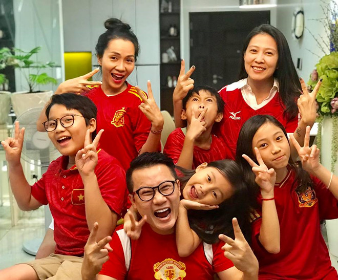 Nghệ sĩ Việt khen ngợi Anh Đức, bức xúc lối đá của Philippines - Ảnh 1