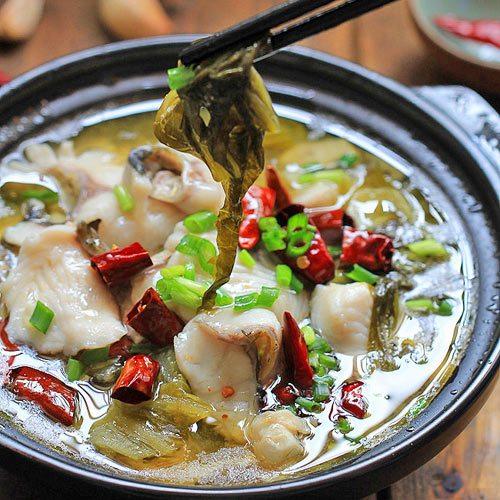 Chiều ngày lạnh, quây quần bên mâm cơm và thưởng thức món canh cá nấu dưa cải chua nóng hổi thì còn gì ấm áp hơn