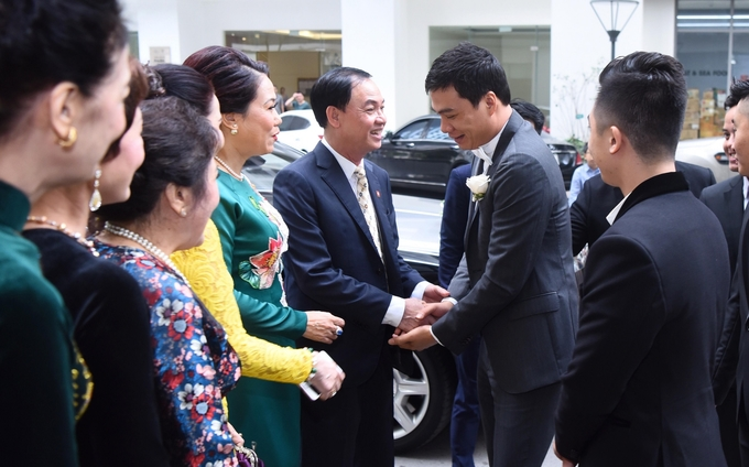 Tiết lộ về gia thế chồng CEO điển trai, 'siêu giàu có' của Á hậu Thanh Tú  - Ảnh 8