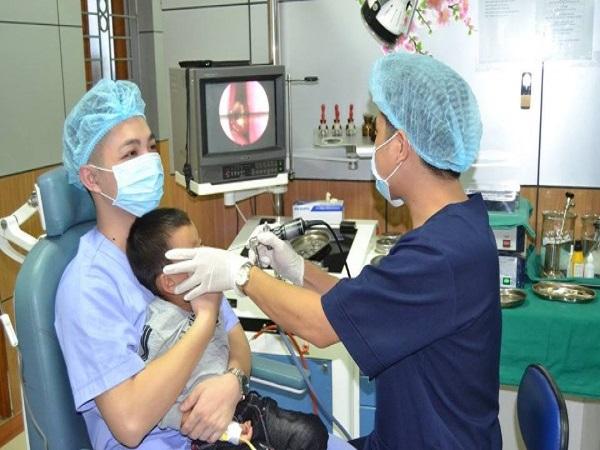 Viên bi nằm trong mũi bé trai 4 tuổi - Ảnh 1