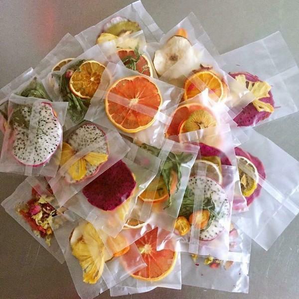 Nước detox từ hoa quả sấy được nhiều chị em ưa chuộng vì sự tiện lợi. Ảnh minh họa: Interne