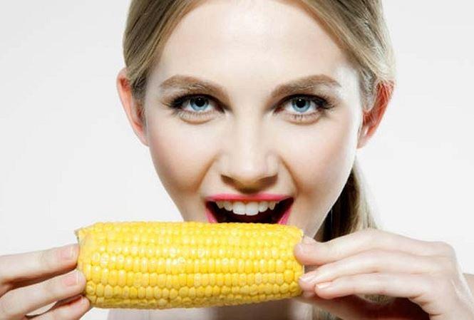 Những người gặp nguy hiểm khi ăn ... ngô - Ảnh 1