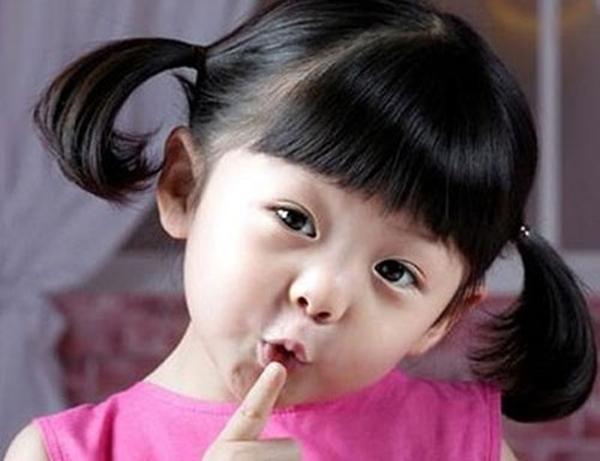Tác động đáng sợ của hóa chất trong son môi, dầu gội lên bé gái - Ảnh 1