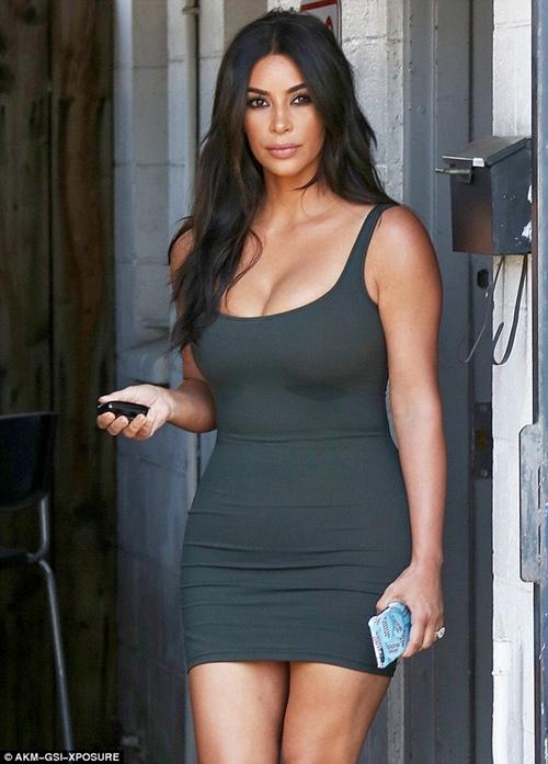 Mỹ nhân Hollywood chỉ cần mỗi kiểu váy đơn giản đã đủ sexy - Ảnh 3