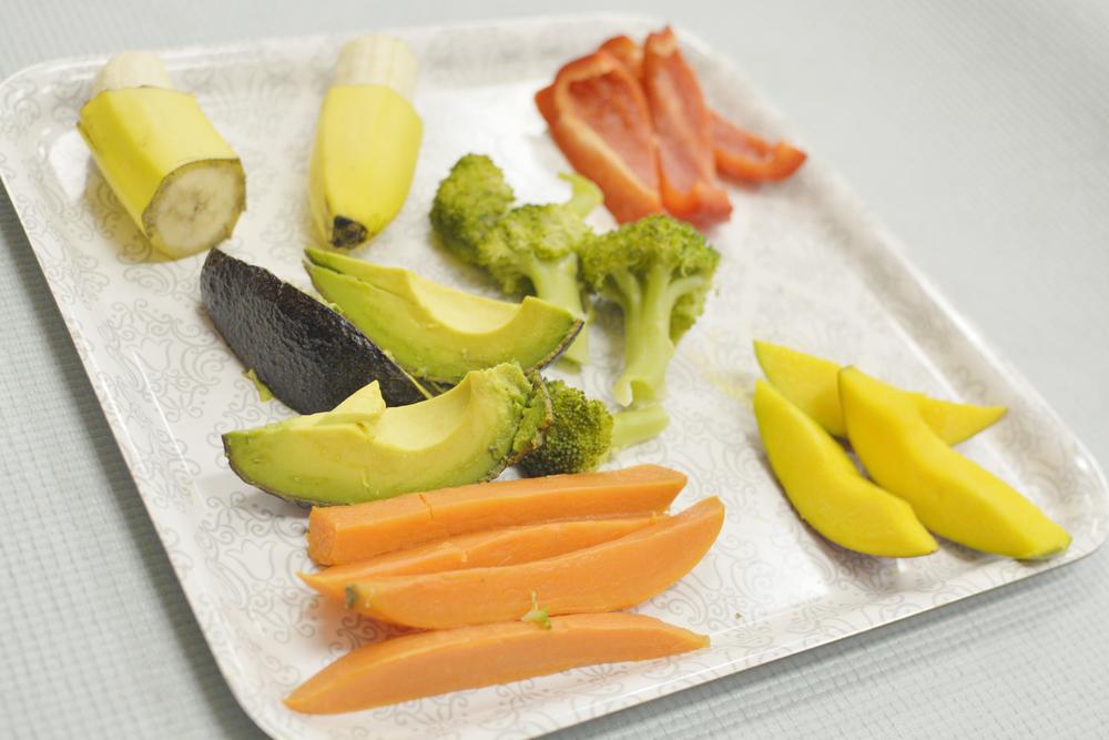 Hấp để làm mềm các loại rau củ trước khi cho trẻ ăn - Ảnh minh họa: Internet