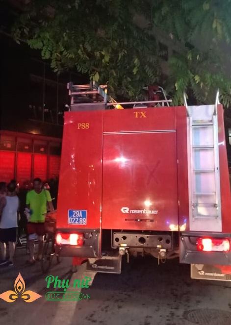 Hà Nội: Nổ trạm biến áp ở tầng hầm chung cư, người dân hoảng loạn hò nhau tháo chạy - Ảnh 4