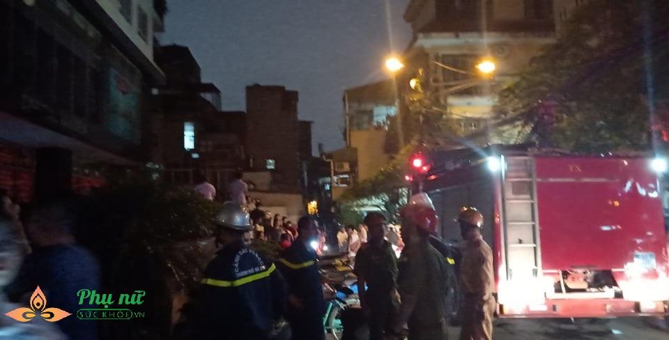 Hà Nội: Nổ trạm biến áp ở tầng hầm chung cư, người dân hoảng loạn hò nhau tháo chạy - Ảnh 2