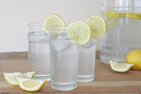 Không nên lạm dụng nước chanh để tránh những ảnh hưởng xấu đến sức khỏe