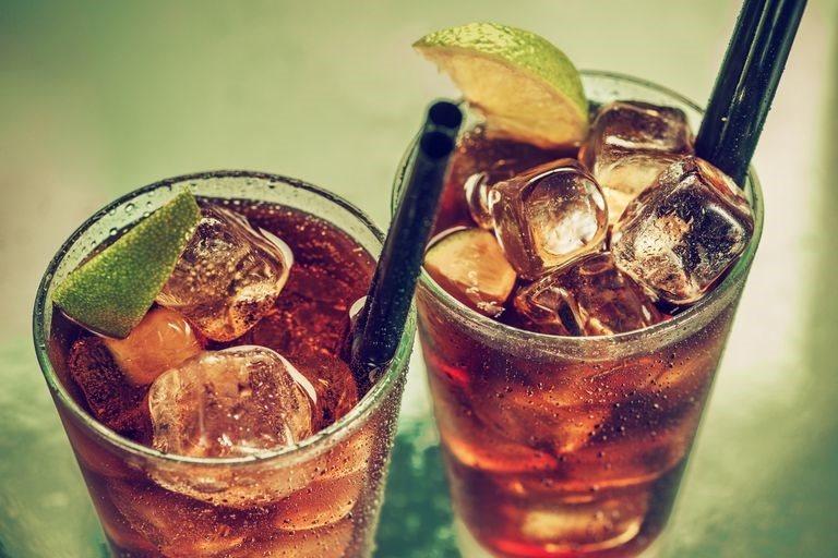 Soda, đồ uống có đường làm bệnh đa xơ cứng nặng thêm - Ảnh 1