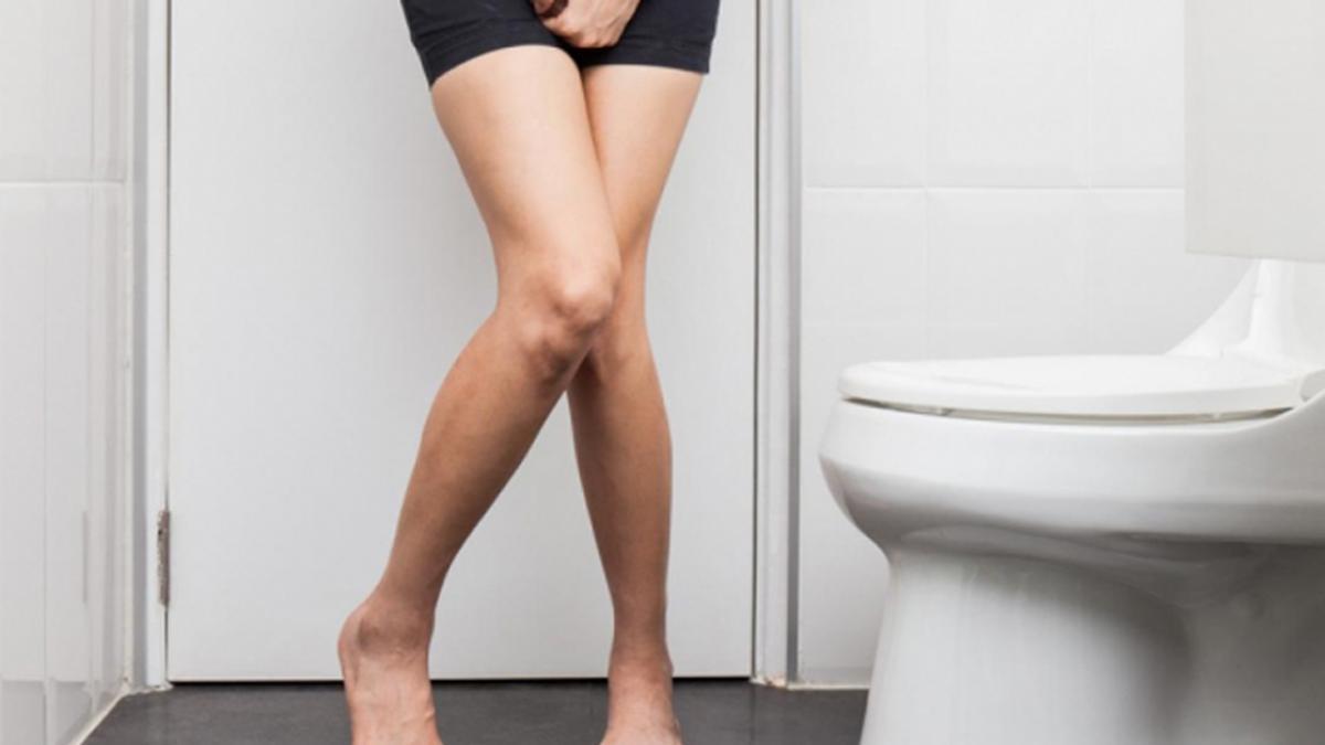Nhịn tiểu hay đi tiểu quá muộn vào mỗi buổi sáng sẽ khiến bạn dễ dàng gặp phải các vấn đề về đường tiết niệu