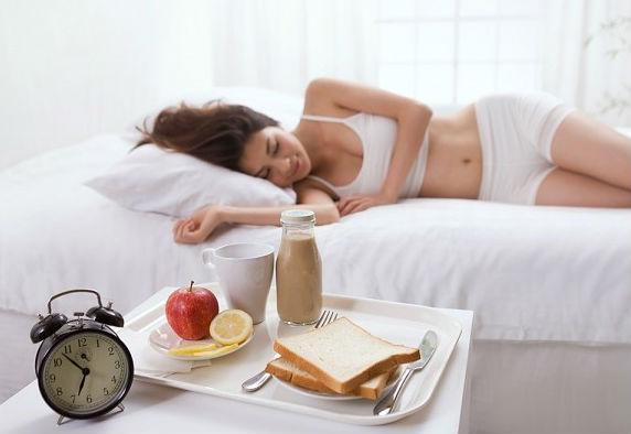 Nhịn ăn sáng là thói quen vô cùng có hại cho sức khỏe, dễ dàng gặp phải các vấn đề về dạ dày, tinh thần cáu kỉnh cả ngày