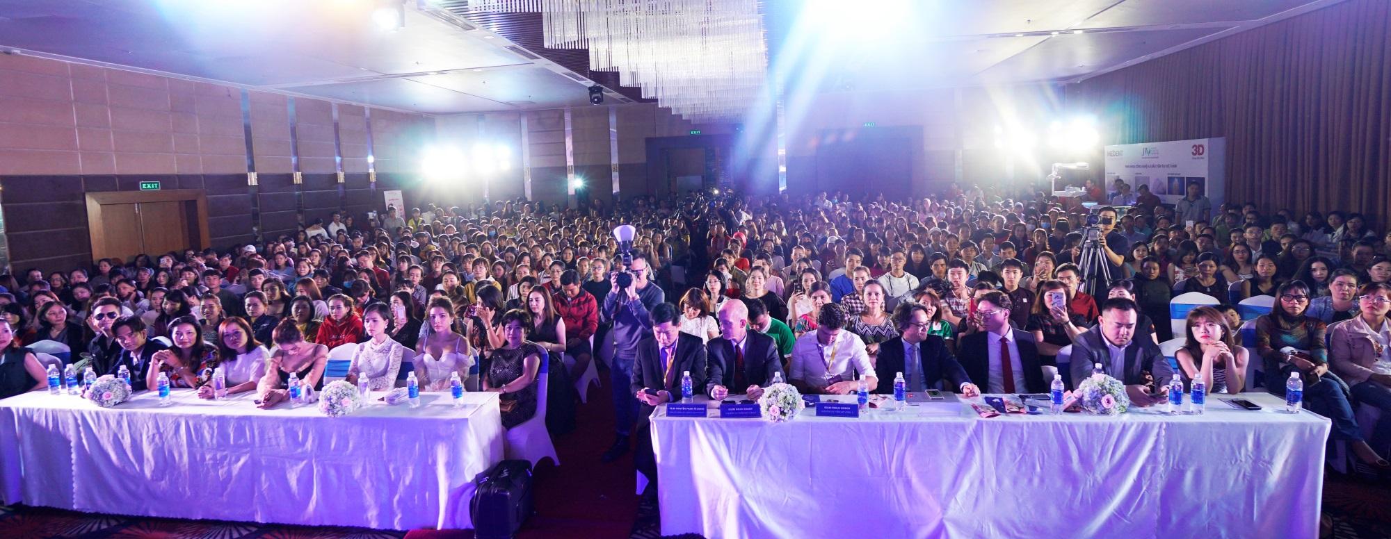 Hội trường Đại hội thẩm mỹ JW 'nổ tung' vì độ hot của dàn sao Việt và người đẹp thẩm mỹ - Ảnh 1