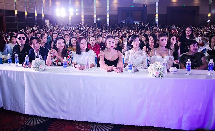 Hội trường Đại hội thẩm mỹ JW 'nổ tung' vì độ hot của dàn sao Việt và người đẹp thẩm mỹ - Ảnh 9
