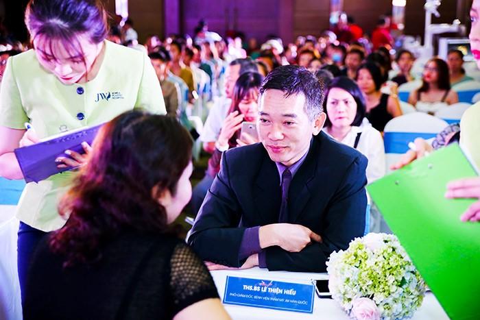 Hội trường Đại hội thẩm mỹ JW 'nổ tung' vì độ hot của dàn sao Việt và người đẹp thẩm mỹ - Ảnh 14