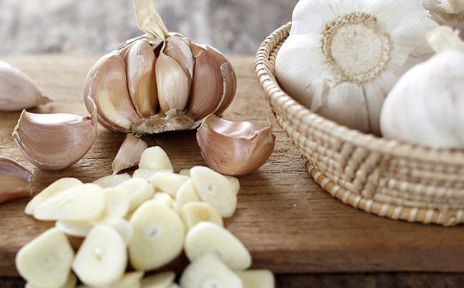 4 nguyên liệu trị mụn trứng cá rẻ tiền nhất - Ảnh 1