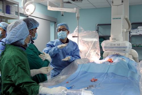 Hàng trăm bác sĩ ở bệnh viện công Đồng Nai nghỉ việc - Ảnh 1