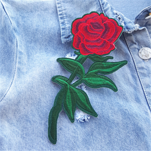 Dùng miếng dán vá áo thun đơn giản mà đẹp
