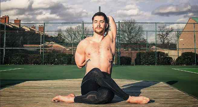Những bài tập yoga đơn giản, dễ thực hiện tại nhà giúp quý ông có đời sống tình dục thăng hoa - Ảnh 5