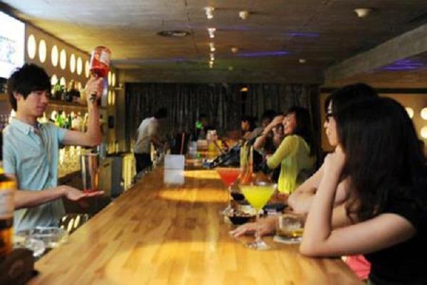 """Quán bar vùng quê đem lại thu nhập """"khủng"""" cho Tùng Tuyết"""