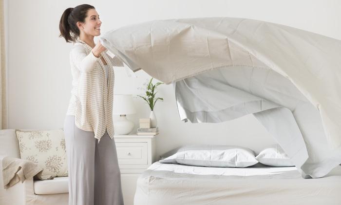 Để trị dứt điểm mụn lưng thì chị em không nên bỏ qua thói quen vệ sinh chăn, nệm mỗi tuần