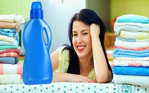 Việc sử dụng nước xả vải thường xuyên là nguyên nhân chính gây ra mụn ở lưng