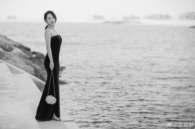 Hình ảnh mới nhất của Trương Gia Nghê tại sự kiện điện ảnh tổ chức ở Dubai.