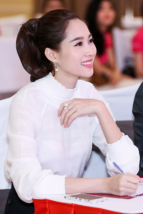 Hoa hậu Thu Thảo trẻ trung hơn với kiểu tóc buộc đuôi ngựa cao