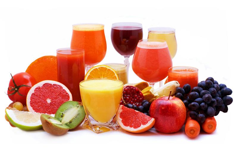 Màu sắc đậm cùng với các axit có trong trái cây sẽ khiến răng của chị em ngày càng ố vàng đi