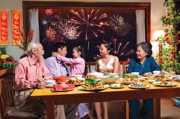 Vào ngày 30 Tết, mỗi gia đình nên tổ chức bữa cơm tất niên để chào đón năm mới, chào đón niềm hạnh phúc, sum họp bên nhau