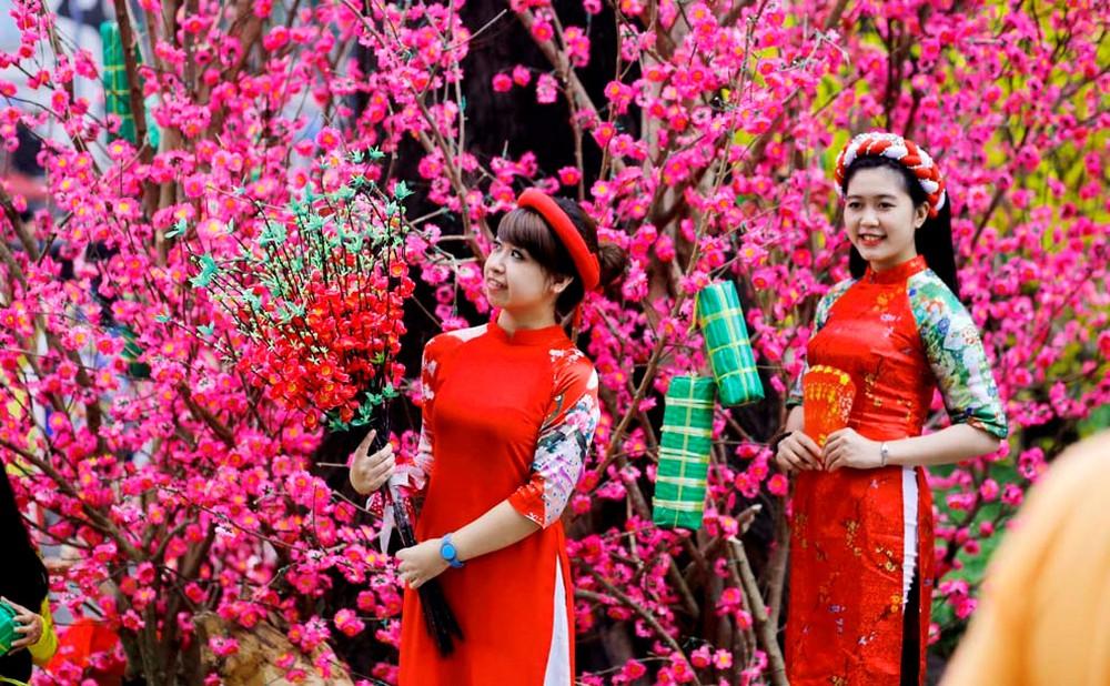 Trong ngày 30 Tết, tất cả thành viên trong gia đình nên mặc quần áo màu đỏ để cả năm tràn ngập may mắn, thịnh vượng