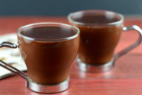 Uống chocolate nóng vào buổi tối sẽ giúp tinh thần của chị em trở nên thoải mái, cải thiện tâm trạng và làm giảm áp lực sau một ngày dài mệt mỏi