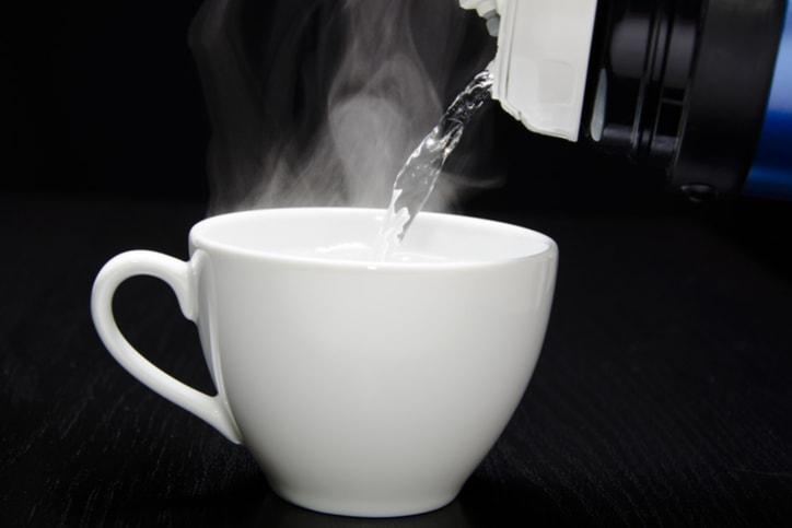Uống nước ấm chính là giải pháp làm đẹp da và giảm cân hiệu quả được nhiều chị em áp dụng