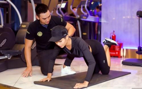 Gym là môn thể thao mà H'Hen Niê lựa chọn để duy trì vòng 3 săn chắc và nảy nở
