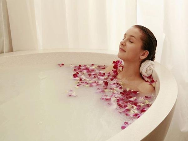 Điểm danh 5 thói quen xấu khi tắm khiến làn da bị tổn thương nặng nề - Ảnh 1