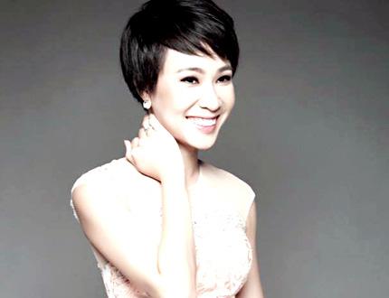 Kiểu tóc này còn mang đến vẻ trẻ trung và năng động cho Uyên Linh