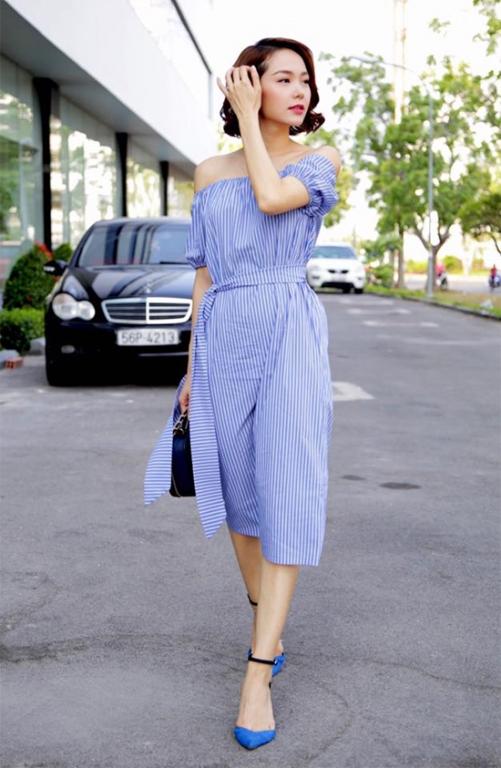 Váy trễ vai cũng là một trong những item được Minh Hằng hết sức cưng chiều khi dạo phố.