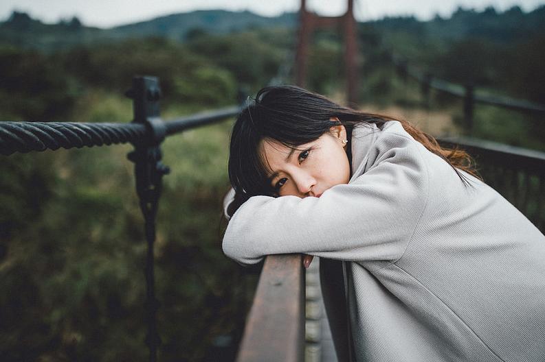 Trì trích, phê phán và soi mói người khác chính là một cách để an ủi cái tâm bất an của bản thân