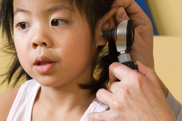 Viêm tai giữa phổ biến ở trẻ lên 3. (Ảnh minh họa)