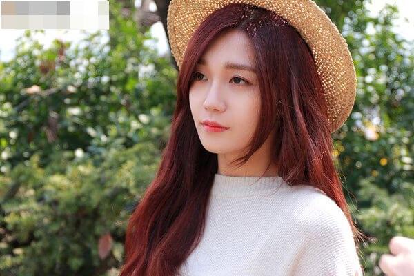 Tóc màu nâu đỏ sẽ giúp làn da của chị em trở nên hồng hào hơn trong tiết trời lạnh giá