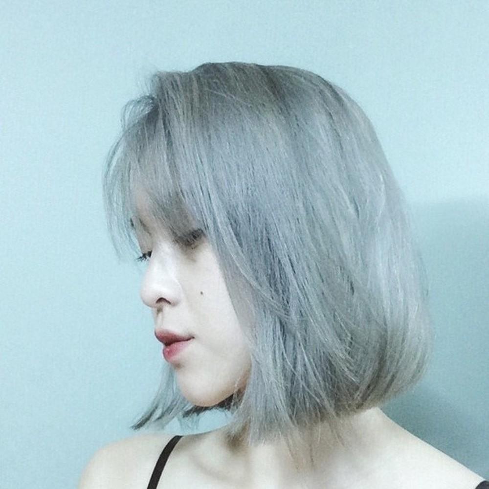 Tóc màu xám khói sẽ càng trở nên thích hợp hơn trong tiết trời se lạnh của mùa đông năm nay